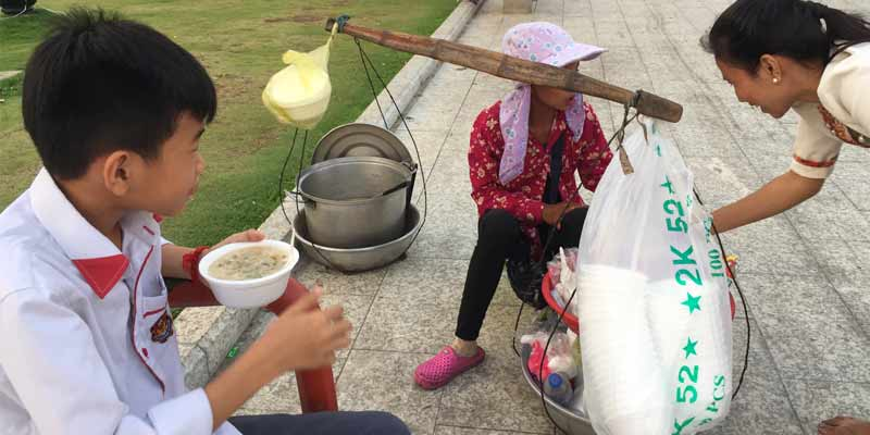 Reissuppe Kambodscha als Streedfood Variante