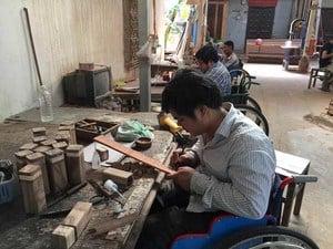 Holz Pfeffermuehle Kambodscha Handarbeit