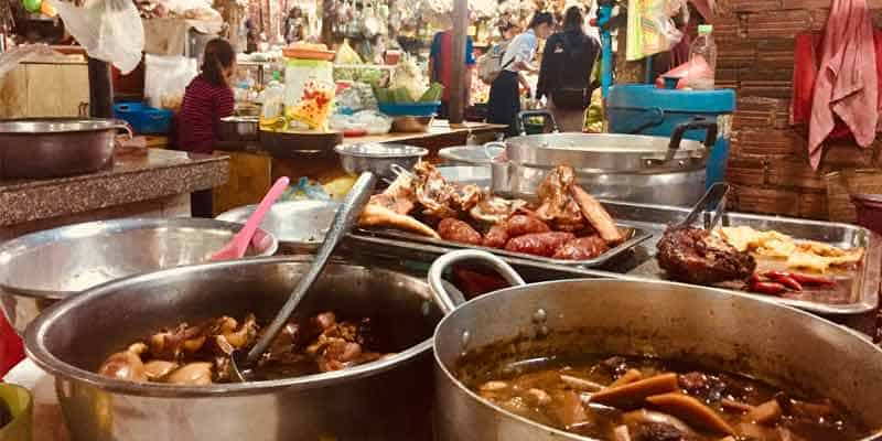 Essen in Kambodscha - direkt aus dem Topf