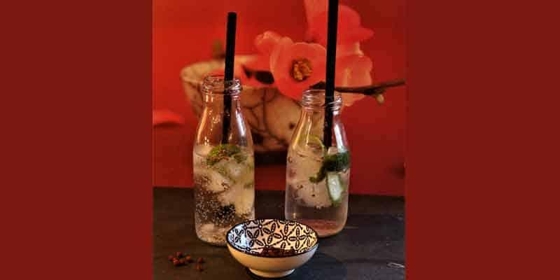 Tequila-Tonic mit roten Kampot Pfeffer