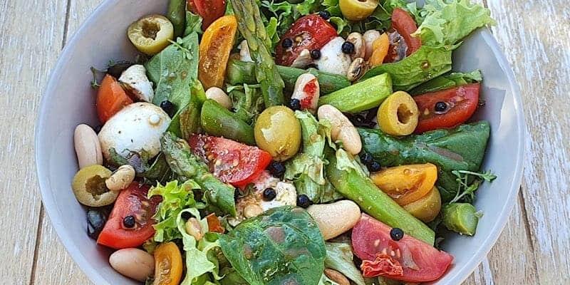 Salat mit Balsamico Vinaigrette