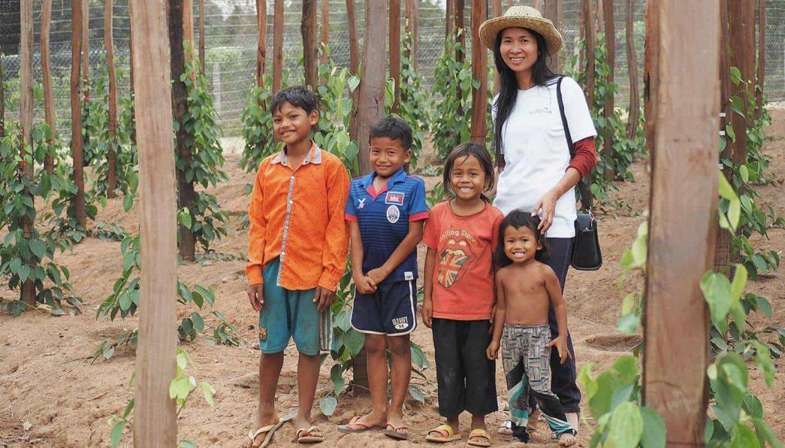 Familie auf Pfefferfarm in Kambodscha